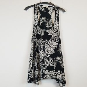 Everly floral uneven hem tank top size small